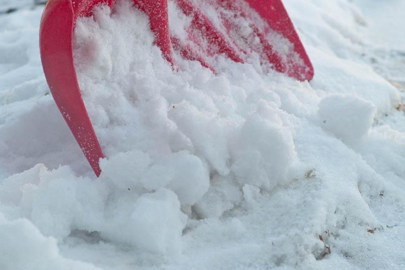 snowshoveling-aluminum-plastic-steel-top
